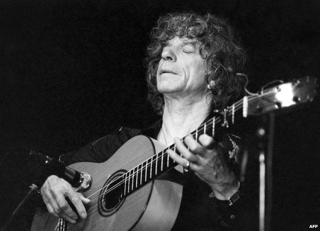 Manitas de plata flamenco guitar legend dies in france for Don camillo a paris