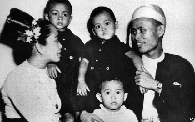Aung San Suu Kyi (centre) with her parents and two brothers in an image from 1947