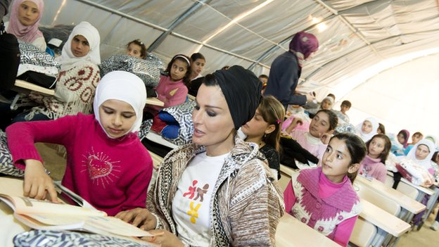 Sheikha Moza in Turkish refugee camp