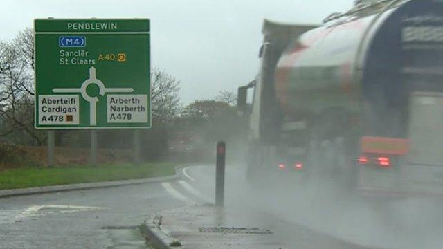 A40(M) road