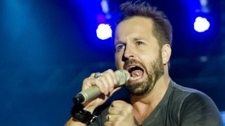 BBC News - Opera singer Alfie Boe: 'I stopped drinking for my voice'