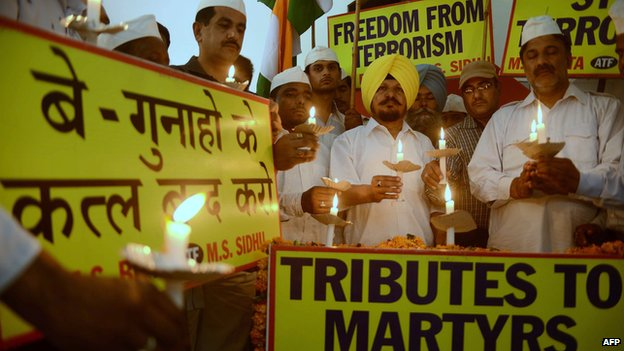 File photo: All-India Anti-Terrorist Front (AIATF) members hold a candlelight vigil as they pay tribute to Congress party members killed in a Maoist attack in the central state of Chhattisgarh, in Amritsar on 27 May 2013