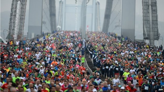 Participants run over the Bosphorus Bridge which links the Asian side to the European side of Istanbul (16 November 2014)