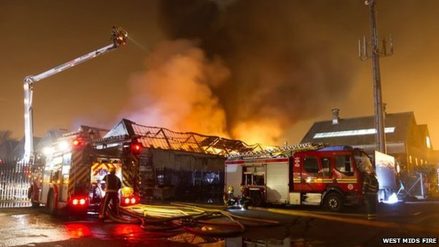 bbc news bilston fire crews tackle oxford street blaze. Black Bedroom Furniture Sets. Home Design Ideas