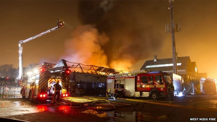 "Crews said they received a ""number of calls"" from members of the public alerting them to the fire in High Street just after 02:30 BST."