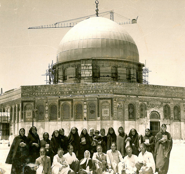 Indian Muslims in front of the Dome of the Rock