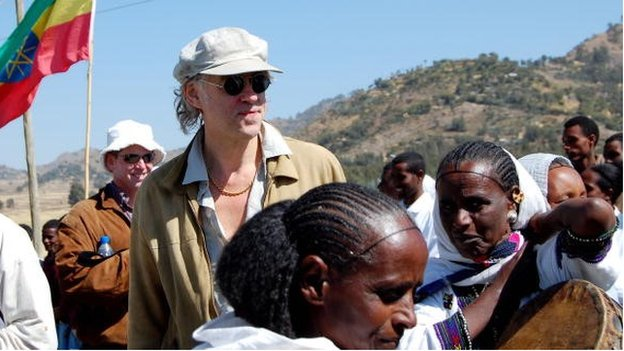 Irish rocker and founder of the Band-aid charity Bob Geldof (C) interacts with local people during a visit to Koram on 25 November 2009