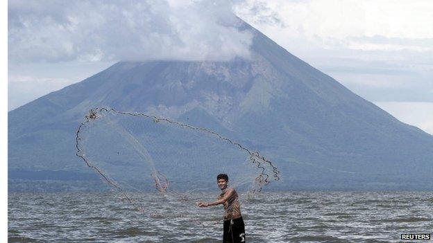 A fisherman casts his net at Lake Nicaragua or Cocibolca, 20/09/2014