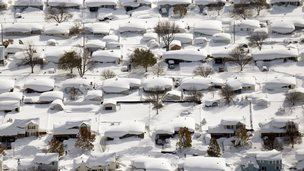 Homes are covered in snow in West Seneca, New York (19 November 2014)