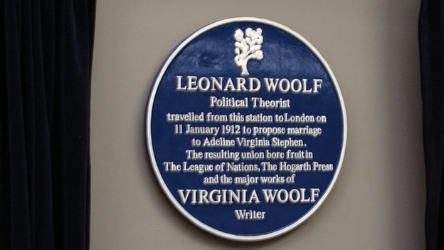 http://news.bbcimg.co.uk/media/images/79210000/jpg/_79210975_the_woolf_plaque(2).jpg