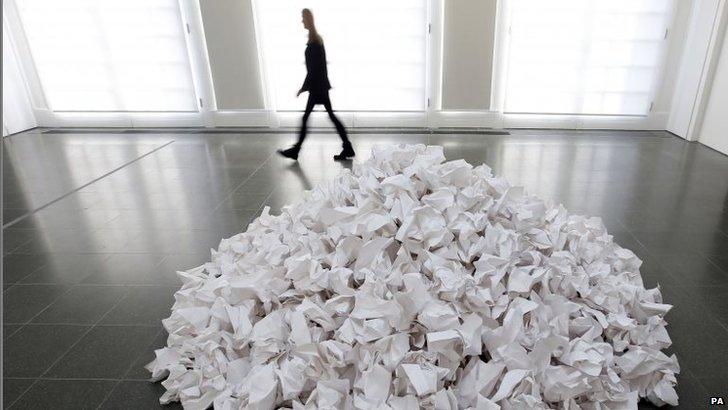 Reiner Ruthenbeck' work White Paper Heap