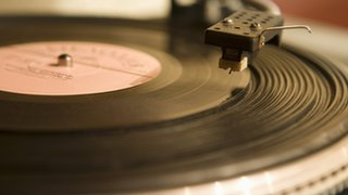 BBC News - Vinyl record sales hit 18-year high