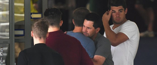 Ricky Ponting visiting Phillip Hughes in hospital