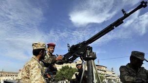 Yemeni soldiers in Sanaa (26 November 2014)