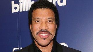 BBC News - Lionel Richie to play Glastonbury in 2015