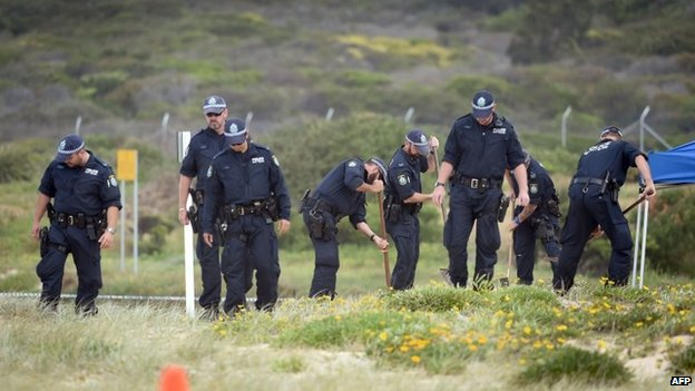 Police organise a search of the sand dunes after the body of a baby is discovered at Maroubra beach, Sydney, 30 November 2014