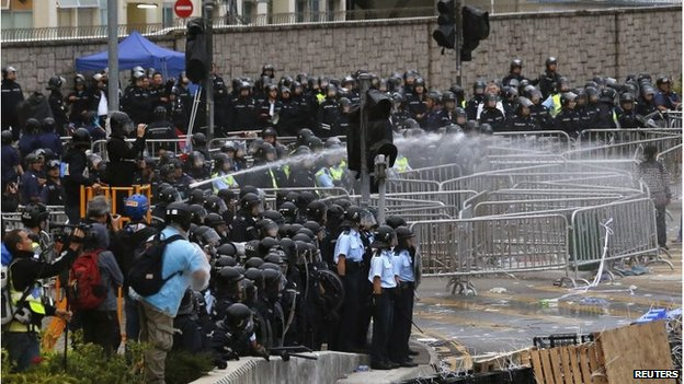 Police spray water at protesters in Hong Kong (1 Dec 2014)