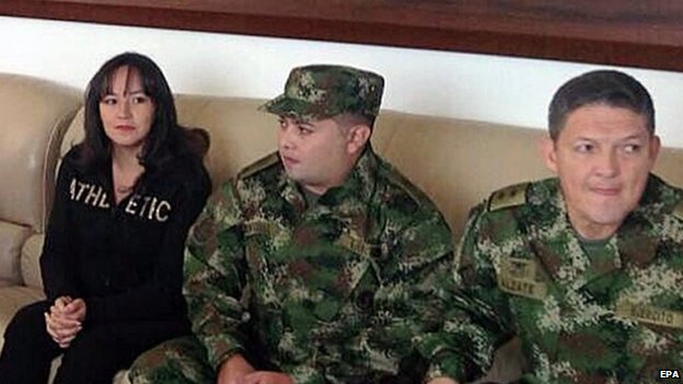 A handout picture provided by Colombia's Ministry of Defence showing showing Colombian General Ruben Dario Alzate (r), Cpl Jorge Rodriguez (c) and lawyer Gloria Urrego (left),