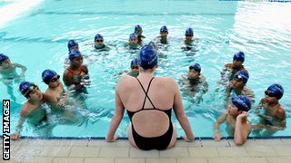 swimming lesson with young people