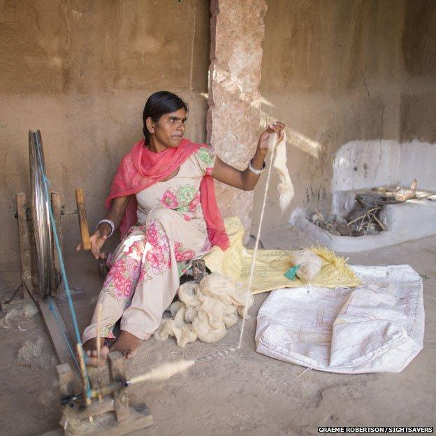 Bhanvari Devi weaving