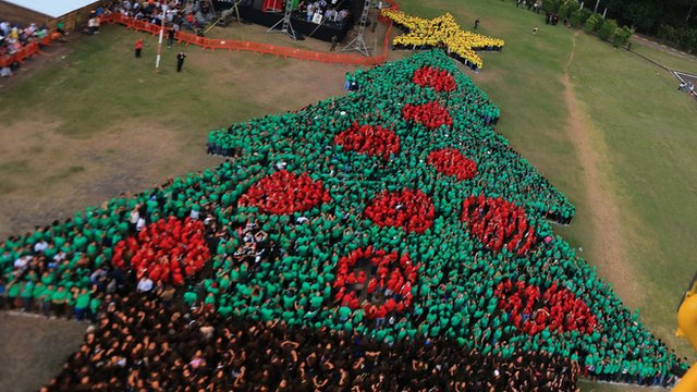 worlds biggest human christmas tree in honduras cbbc newsround - Worlds Largest Christmas Tree
