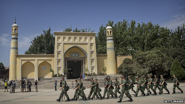 Chinese soldiers march past the Id Kah mosque in Kashgar