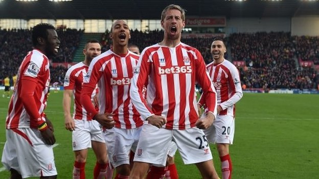 Stoke's Peter Crouch recreates the 'Cristiano Ronaldo' celebration for his goal