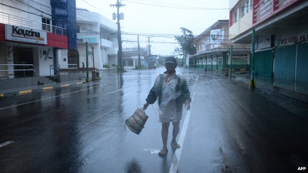 Wind and rain in city of Legazpi. 7 Dec 2014