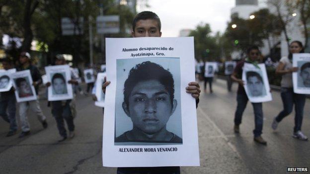 墨西哥城的示威者14岁