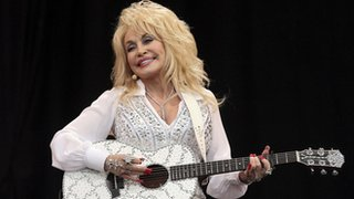 BBC News - Dolly Parton joins Cleethorpes Rotary Club