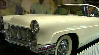 BBC News - Elvis Presley items on show in the UK