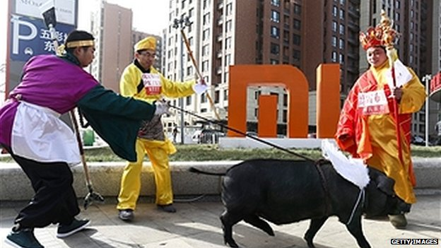 Three peasants wearing the costumes of Tang's Monk, Sun Wukong and Sand Monk (charactors of 'Journey to the West') are promoting 'black pig' (which symbolize one of the four charactors of 'Journey to the West' pigsy)