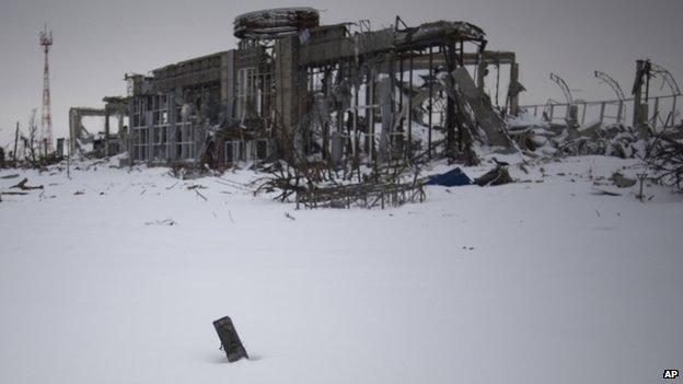Donetsk airport terminal (7 Dec 2014)