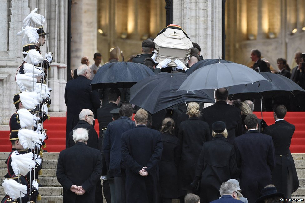 Soldiers carry the coffin of Queen Fabiola of Belgium into the Saint Michael and Saint Gudula Cathedral in Brussels
