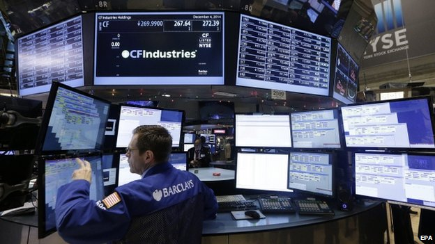 Traders work on the floor of the New York Stock Exchange (NYSE) at the start of the trading day in New York, New York, USA, 04 December 2014.