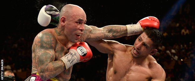 Amir Khan (right) fighting Luis Collazo