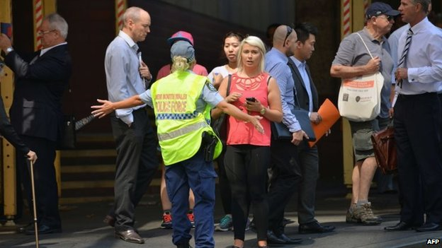 Security move people in Martin Place (15 Dec 2014)