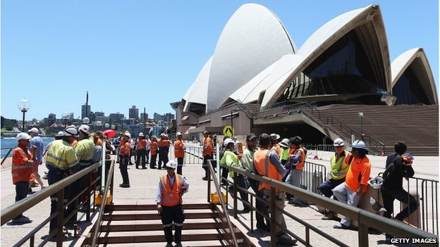 Workers outside Sydney Opera House (15 Dec 2014)