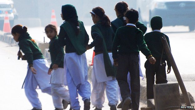 "79756191 79756190 - Pakistan Taliban  "" Kill  100"" in assault on Peshawer school"