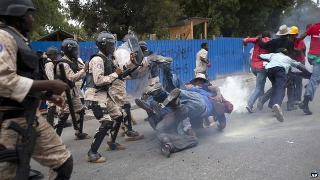 Haiti crisis: Anti-Martelly protest turns violent-Added COMMENTARY By Haitian-Truth