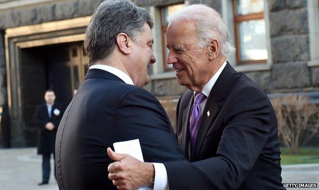 Ukrainian President Petro Poroshenko (L) welcomes US Vice President Joe Biden (R) prior to talks in Kiev on November 21, 2014.