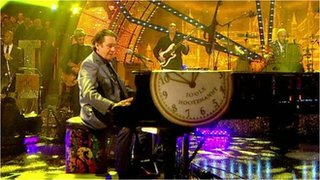 BBC News - Jools Holland on preparing for Hootenanny