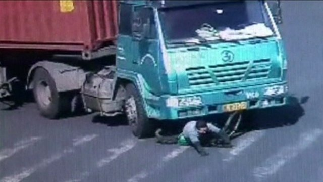 VIDEO: Cyclist survives fall under lorry...