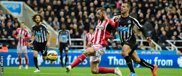 Sunderland's Steven Fletcher and Newcastle's Steven Taylor