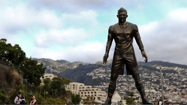 Ronaldo's statue