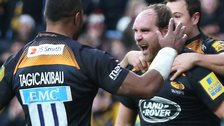 Sailosi Tagicakibau congratulates Andy Goode on his try for Wasps