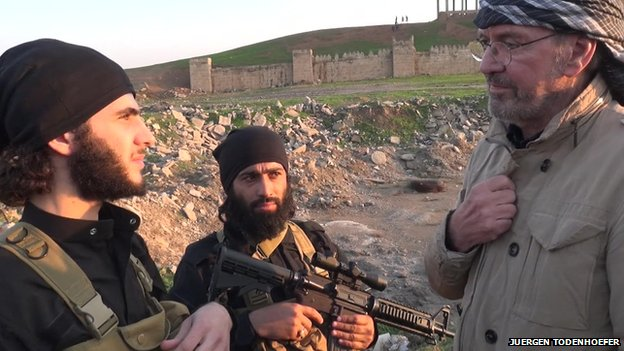 Juergen Todenhoefer with IS fighters