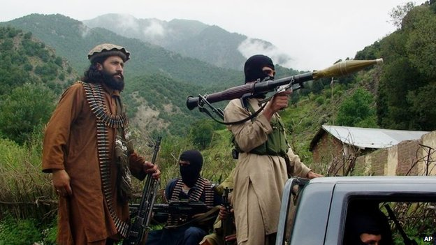Pakistani Taliban patrol Shawal, in the Pakistani tribal region of South Waziristan (5 August 2012)