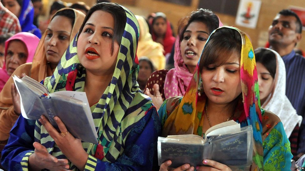 Pakistani Christians pray as they celebrate Christmas in Karachi, Pakistan, 25 December 2014