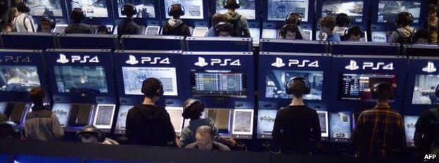 Sony PlayStation users in Paris, 29 October 2014